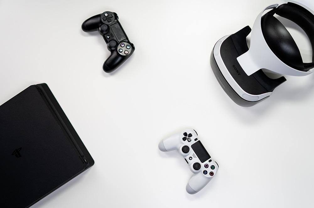 Consola PS4 y mando